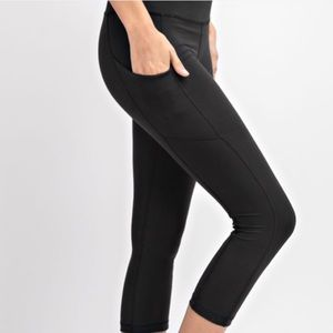 ade9db7766fce 🆕Buttery Soft Side Pocket Black Capri Leggings!
